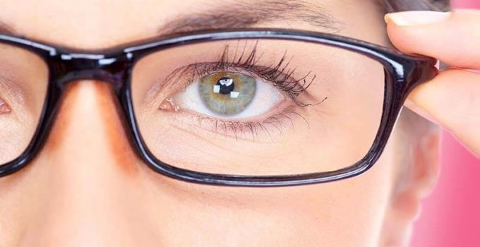 आँखों की रौशनी बढ़ाने और चश्मा हटाने के घरेलू उपाय एवं एक्सरसाइज